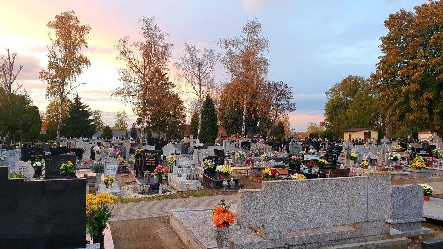 Cmentarze z powodu COVID-19 zamknięte