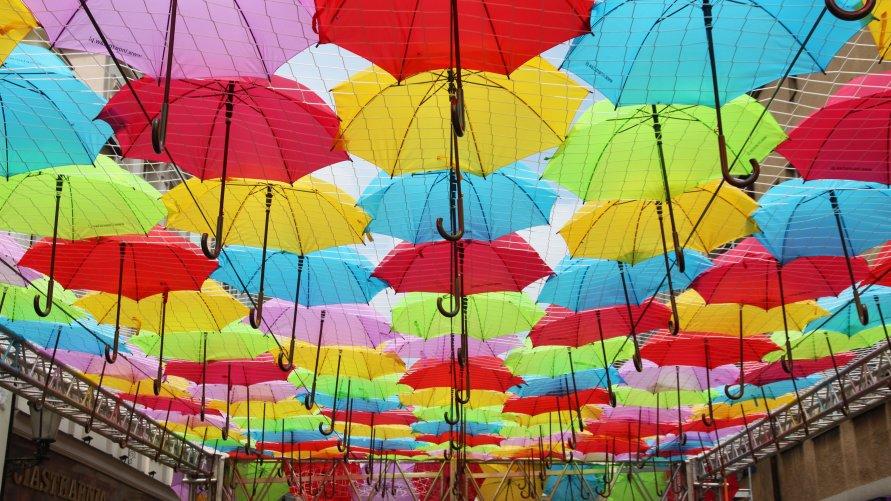 Aleja parasolek w centrum już gotowa