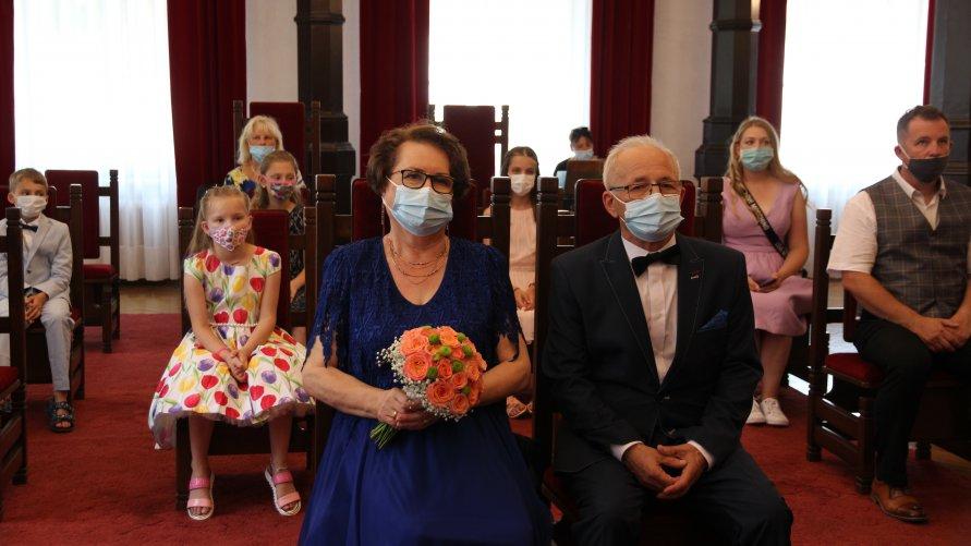 Zdjęcia z uroczystości 50-lecia pożycia małżeńskiego w inowrocławskim Urzędzie Stanu Cywilnego.
